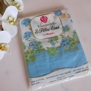 Vintage pair of Floral Posy Pillow cases NOS